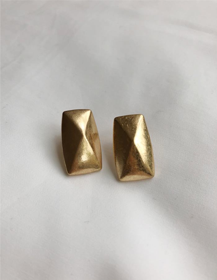 Rectangle gold earring